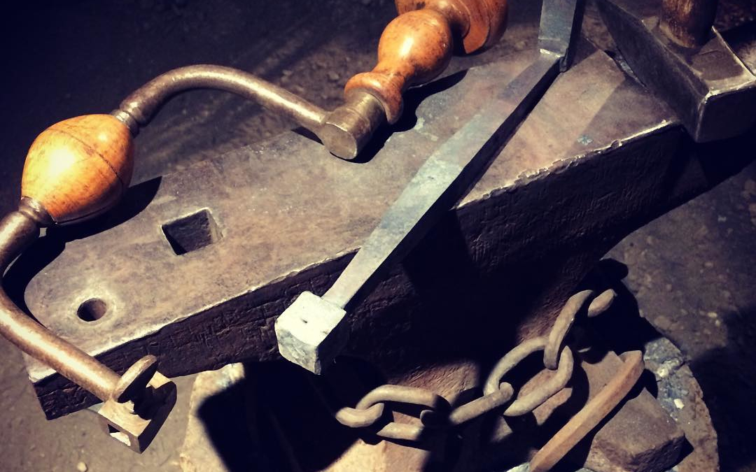 The first steps of my brace and bit project at the @fdvoyageur.  Next to punch the hole for the chuck and draw out the axle for the head.  #blacksmith #forged #winnipeg #notmyanvil #havehammerwilltravel #wip